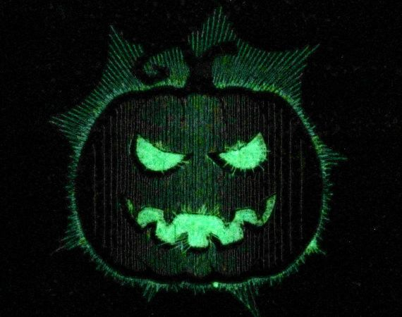Scary pumpkin - Glow in the dark from Embroidery & Stickmotive by DaWanda.com