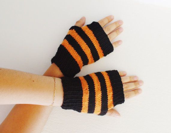 Black and orange knitted mittens Halloween by HelenKurtidu on Etsy, €15.00