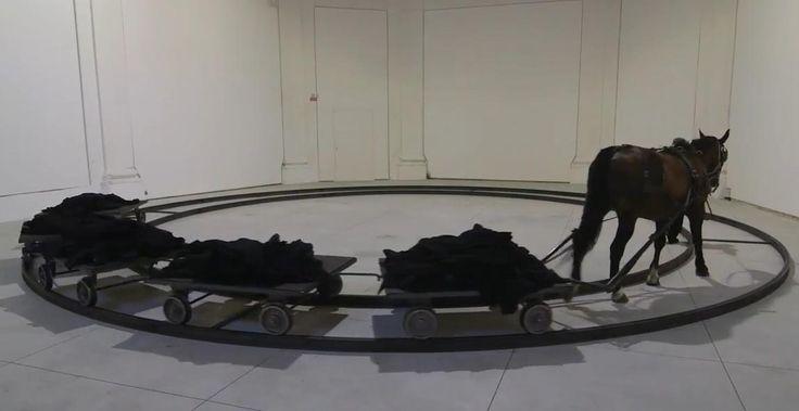Il Centro Arti Visive Pescheria di Pesaro, dal 16 luglio al 16 ottobre ospita la mostra JANNIS KOUNELLIS.  Per questo spazio, Kounellis ha creato una sorta di rito funebre, incentrato su una rotaia circolare dove scorrono 5 carrelli, simili a quelli usati nelle fabbriche, carichi di cappotti neri da uomo ammucchiati. L'originale convoglio viene trainato da un cavallo da tiro, che si muove al centro del cerchio metallico.