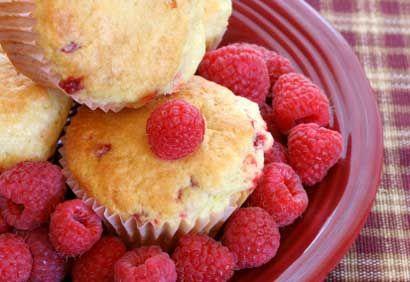 Recette Muffins aux framboises et au citron - Coup de Pouce