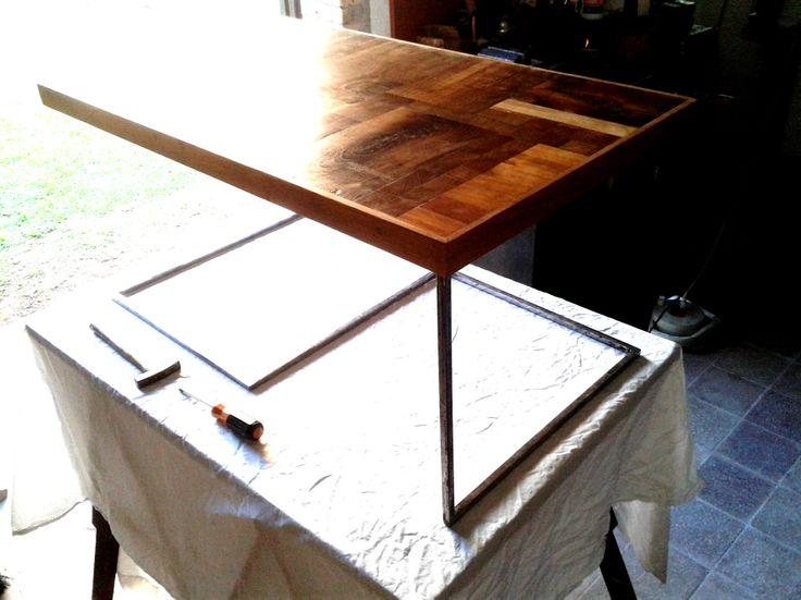 Tavolino da divano legno e metallo il piano una for Diversi tipi di case da costruire