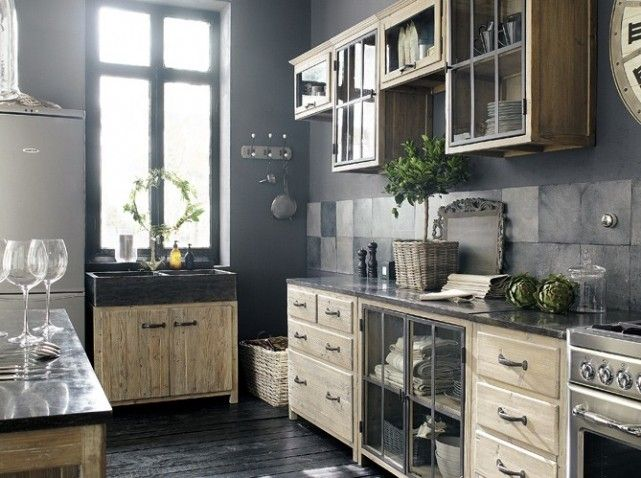 Cuisine campagne bois et metal vieilli/ country kitchen, recycled pine wood and old metal countertop