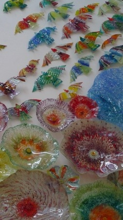Birds & Plates - Glass Art by Raja Azhar Idris.