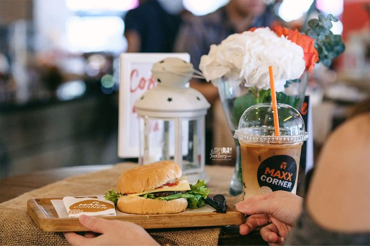 From my experience, I have a feeling that Maxx Corner will quickly get crowded with students and young people who want great coffee & snacks at affordable prices. Unlike other coffee shops, they offer Lasagna, Cheese Burger, Pizza, starts from IDR 24K to IDR 30K, including the coffee drink, and non-coffee drink.