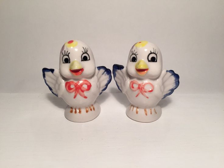 Vintage Kitsch Pair of Cute Bird Salt and Pepper Shakers - Retro Collectable by BooVintageAU on Etsy https://www.etsy.com/au/listing/293347991/vintage-kitsch-pair-of-cute-bird-salt