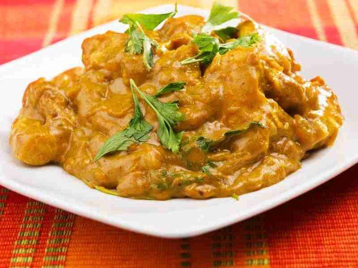 Les amateurs de cuisine exotique adorent le curry de poulet au lait de coco. Et ne pensez pas que cette recette est infaisable ! Pas du tout, elle est même très facile à réaliser. Découvrez l'astuce ici : http://www.comment-economiser.fr/recette-curry-coco.html?utm_content=bufferb1e03&utm_medium=social&utm_source=pinterest.com&utm_campaign=buffer