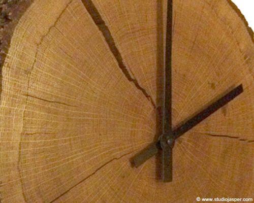 Wandklok van boomschijf