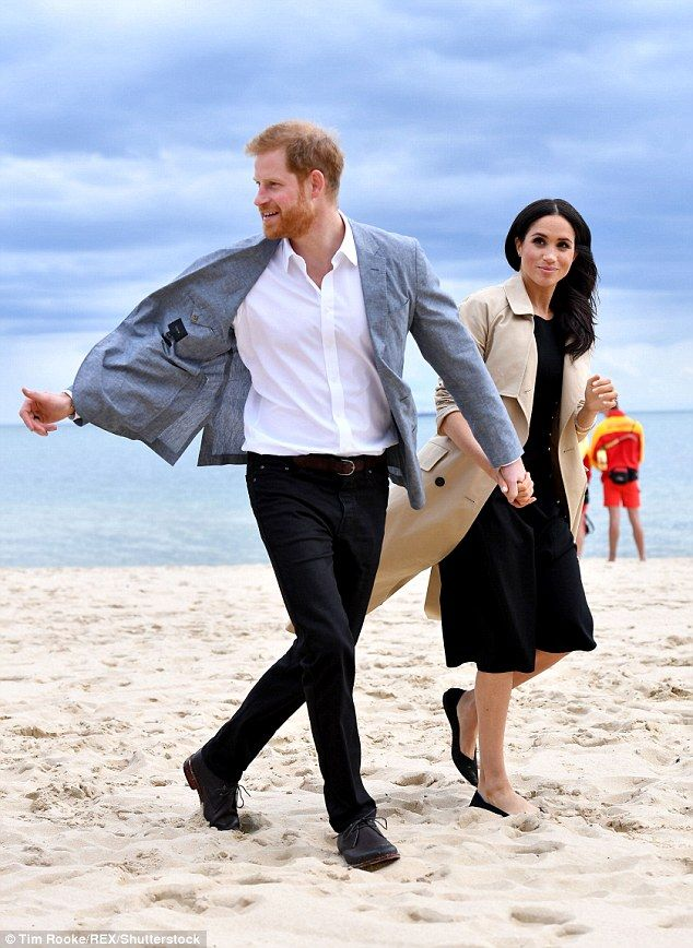de50b478783e3 The couple arrived at South Melbourne Beach where they join a group of  volunteers, lifesav... #meghanmarkle #princeharry