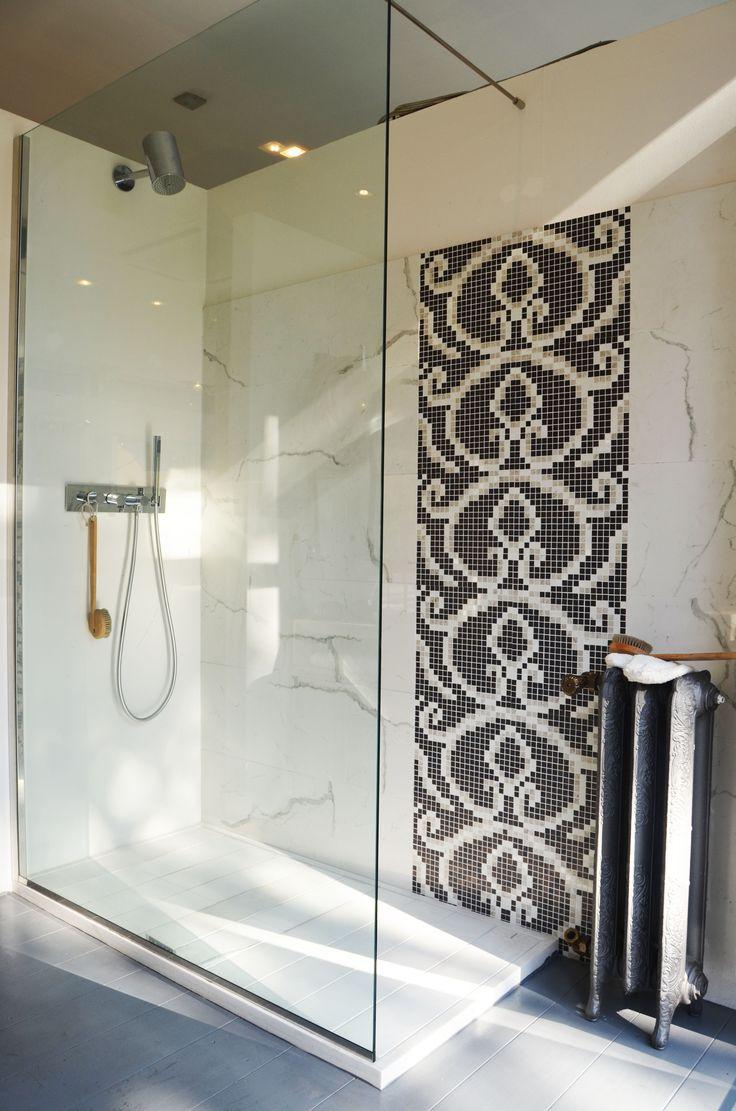 Piatto doccia in corian e box ANTONIO LUPI Radiatore in ghisa ERCOS mod. Liberty Mosaico in CERAMICA SANT'AGOSTINO