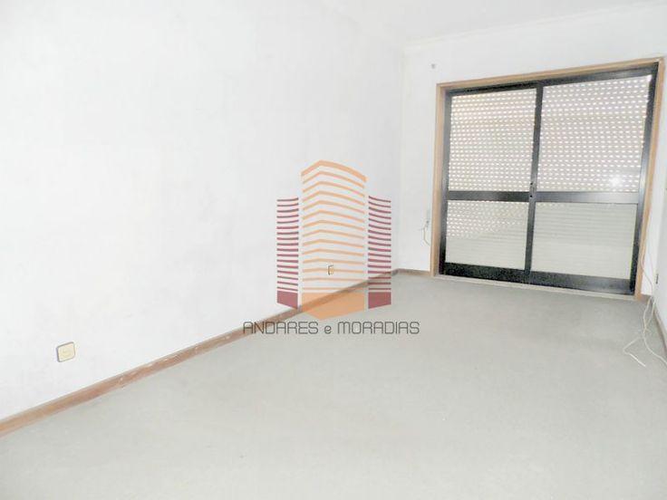 [2622RT] T2+1 + terraço ao Soldado Desconhecido Apartamento T2+1 com terraço, em Fânzeres, Junto ao Soldado Desconhecido. Inserido num prédio com apenas 4 andares e 1 apartamento por piso. A necessitar de algumas