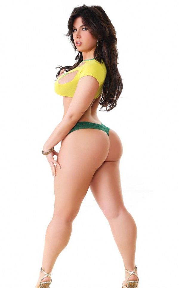 image Thick beauty showing off