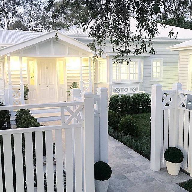 {SATURDAY HOUSE LOVE} The stunning home of @hammer_and_heels . A beautiful home with the details and the extraordinary workmanship and talent of their builders @urbandevelopmentsconstruction #queenslander :camera: @hammer_and_heels #saturdayhouselove
