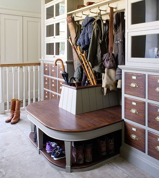 This entry way can store everything you need when you leave your home! And it still manages to look unclutttered! Love it!