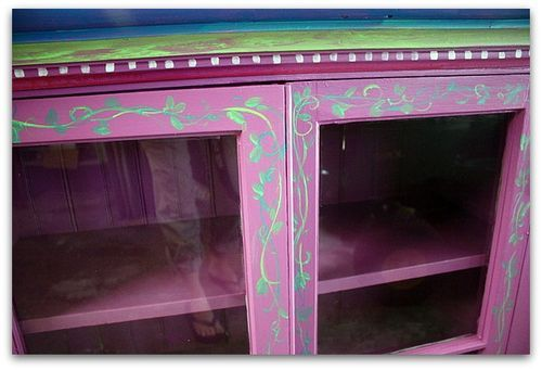 How to paint wood furniture without sanding ~ for dark paint