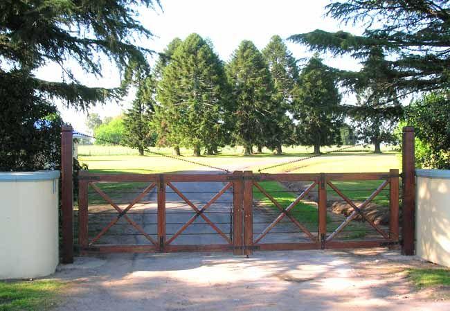 Ranch gate 6 farm pinterest gate ranch and driveways for Ranch entrances ideas