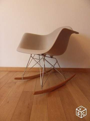 rocking chair eames gris clair id es d co chambre b b. Black Bedroom Furniture Sets. Home Design Ideas