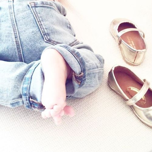 Το μικρο μου #coconini με τις μπαλαρινες του  @twin_paradisegirl #baby #girl #minicoco #ballerinas #shoes #gold #leather #twininas #babyCoconini