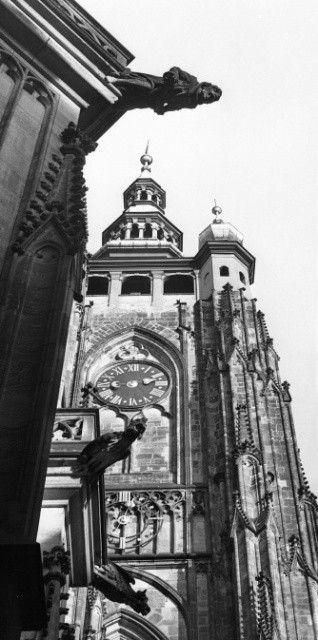 Věž chrámu sv.Víta (1386), • Praha, 1961 • | černobílá fotografie, věž, chrám sv.Víta, chrlič, hodiny |•|black and white photograph, Prague|