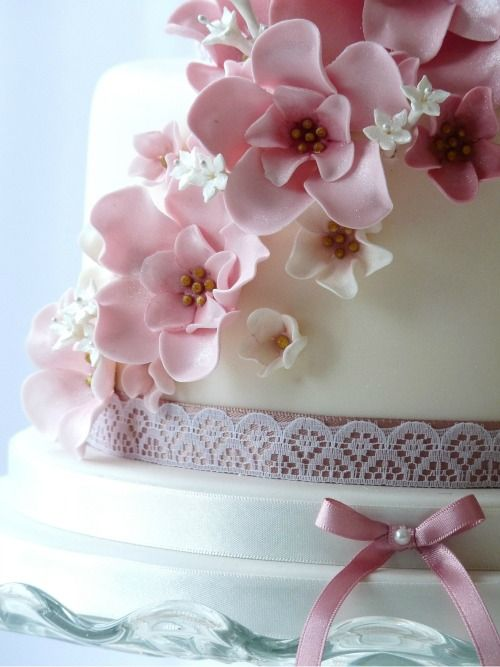 Cake With Fondant Flowers : 161 best images about fondant flowers on Pinterest ...