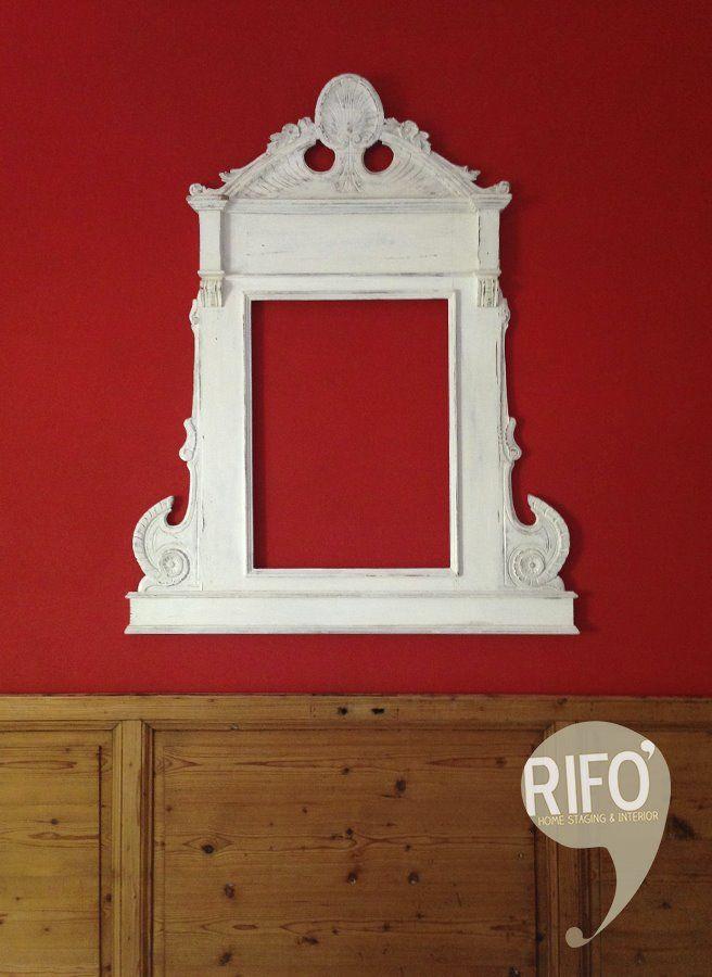 testata letto con porta di recupero -cornice d'epoca - colore bianco - rosso //headboard with door ricovered -frame vintage - white - red