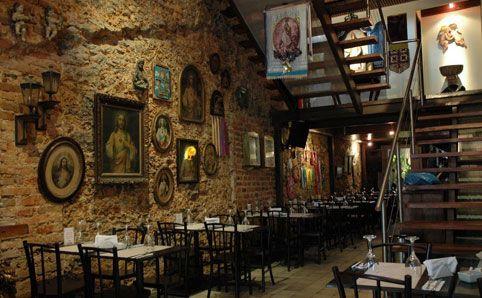 Lugares para visitar no Rio de Janeiro/RJ: Restaurante Santo Scenarium. Endereço: Rua do Lavradio, nº 36, centro, Rio de Janeiro - RJ.