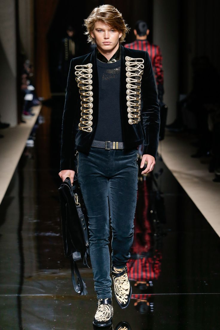 See the complete Balmain Fall 2016 Menswear collection.