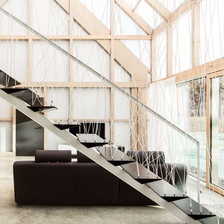 Treppe Im Objekt Felsenkeller, Pirna. Stahltreppe Mit Extra Angefertigten,  Gefalteten Stahlblechstufen. Naturbelassen