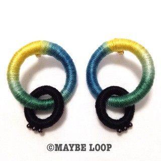 サイズ : 全長5.5㎝ 、リング大直径:3㎝ 、リング小直径:2㎝素 材 : 刺繍糸、金属、プラスチック黄色、緑、青のグラデーションの刺繍糸で作りました。下...|ハンドメイド、手作り、手仕事品の通販・販売・購入ならCreema。