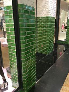 Afbeeldingsresultaat voor metro tegel glossy green