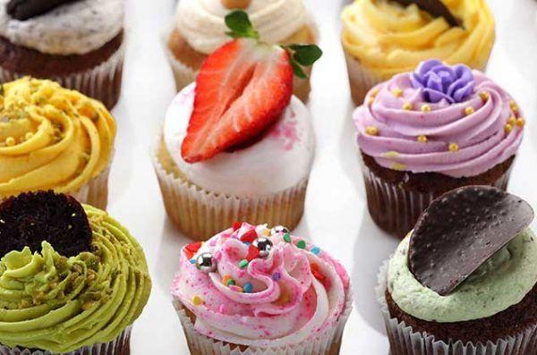 Para cualquier ocasión, los cupcakes son ideales, por eso tenemos para ti algunas ideas alternativas para coberturas de cupcakes que no tienen nada que ver con el betún. Además de hacerlos más tentadores, puedes hacer la combinación que más te agrade