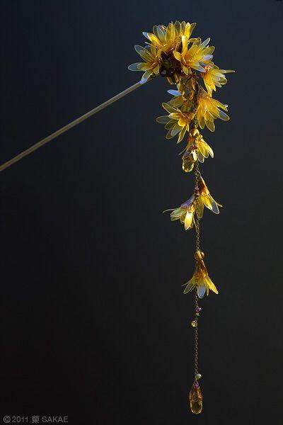 Japanese fragrant wintersweet/allspice (蝋梅 robai) #kanzashi by Sakae.