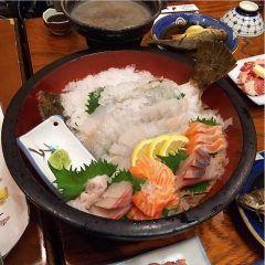 ちょっと会社の上司に誘われ新橋の居酒屋わらじ家 新橋店に寄り道です(o)/ 今日のお刺身オススメはヒラメの刺身コリコリして美味しい海鮮をちょっとお安く食べたいならここのお店はオススメですよ()でもその他の料理もバツグンに美味しいですÜ tags[東京都]