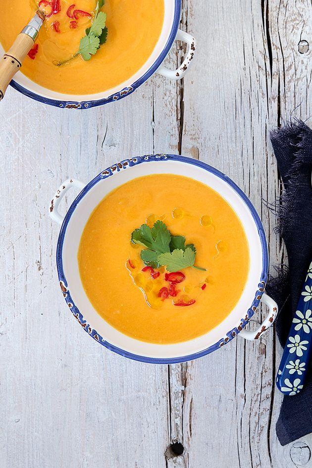 Receta de Crema de calabaza y ajo asado. Encuentra en whole ktichen las mejores recetas de sopas y cremas.