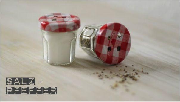 Lykkelig - mein Foodblog: Mini DIY: Salz- und Pfefferstreuer aus den süßesten Marmeladengläsern der Welt