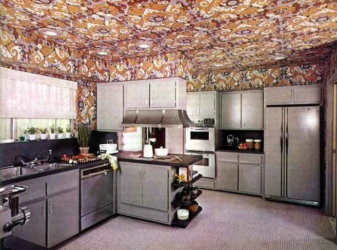 Grande cuisine américaine fonctionnelle décoré de papier peint ...