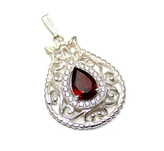 Stunning 925 Silver pomegranate Garnet  pendant by yoelsjewlery