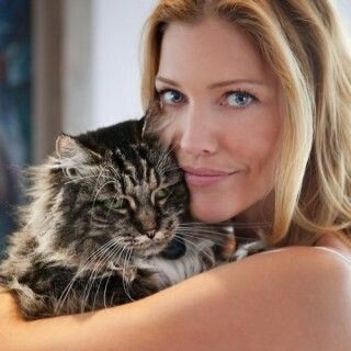 Tricia Helfer and her cat
