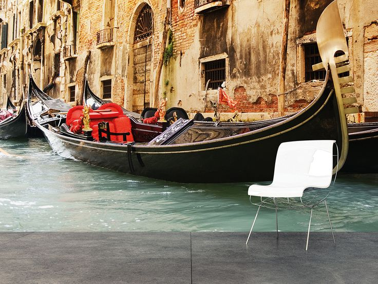 Venice Boat on the River M9105