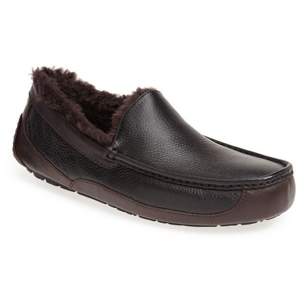 UGG 'Ascot' Leather Slipper (4,185 THB) ❤ liked on Polyvore featuring men's fashion, men's shoes, men's slippers, mens leather shoes, mens leather slippers, mens slippers, mens fur lined shoes and mens shoes