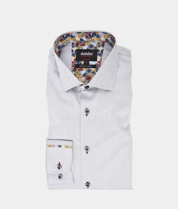 Ljusgrå twillskjorta med brytning i krage