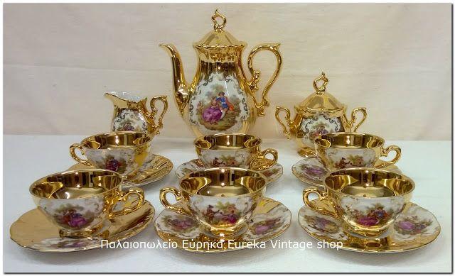 1960's πορσελάνινο σερβίτσιο 6 ατόμων, για καφέ γερμανικής προέλευσης Τα φλιτζάνια είναι σε μέγεθος για Ελληνικό καφέ.  Ένα σερβίτσιο πραγματικό κόσμημα για τον χώρο σας, με συμπαγές χρυσό χρώμα και ρομαντικές παραστάσεις.  Η πορσελάνη είναι εξαιρετικής ποιότητας, το χρυσό είναι πραγματικά φύλλα χρυσού.  Το σερβίτσιο είναι αχρησιμοποίητο!