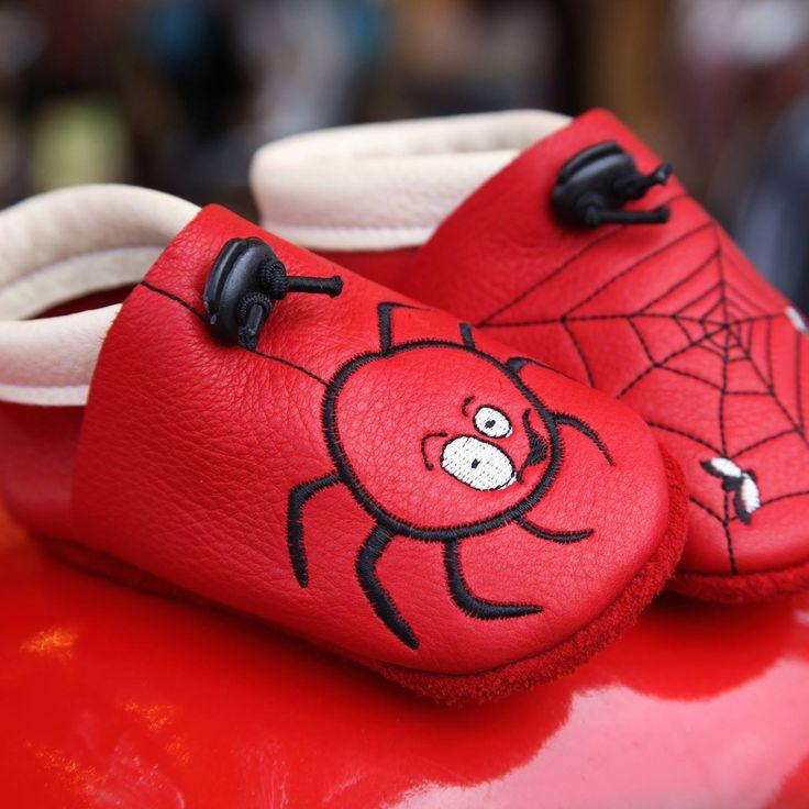 Les chaussons Tom et Lumi sont encore à -10% dans votre boutique ELO is BIO grâce au code : SLIPPERSTOM10 jusqu'au 10 juillet 23h59. C'est le moment de chausser vos enfants pour la rentrée et cet hiver!