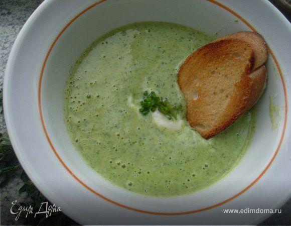 Суп-пюре из брокколи с сырным сливочным соусом. Ингредиенты: морковь, растительное масло, сливочное масло