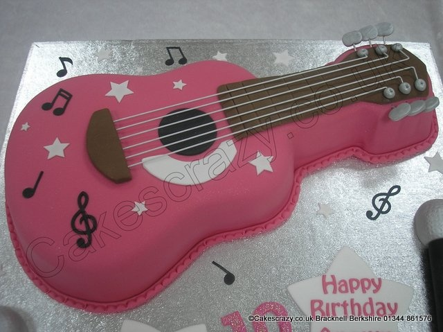 17 best images about guitar cakes on pinterest boyfriend birthday birthday cakes and hannah. Black Bedroom Furniture Sets. Home Design Ideas