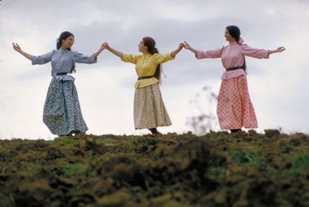 Tzeitel (Rosalind Harris), Chava (Neva Small), Hodel (Michele Marsh) ♥