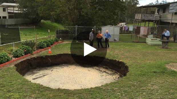 Au début de la semaine, un couple de retraités australiens a eu la mauvaise surprise de retrouver un gigantesque trou...