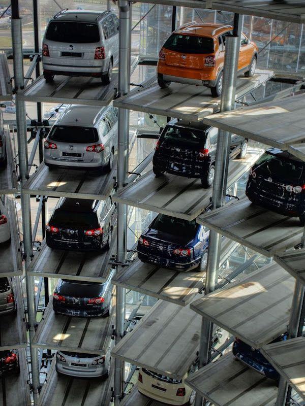 مجمع اوتوستادت احد اكبر و احدث مجمعات صف السيارات في العالم
