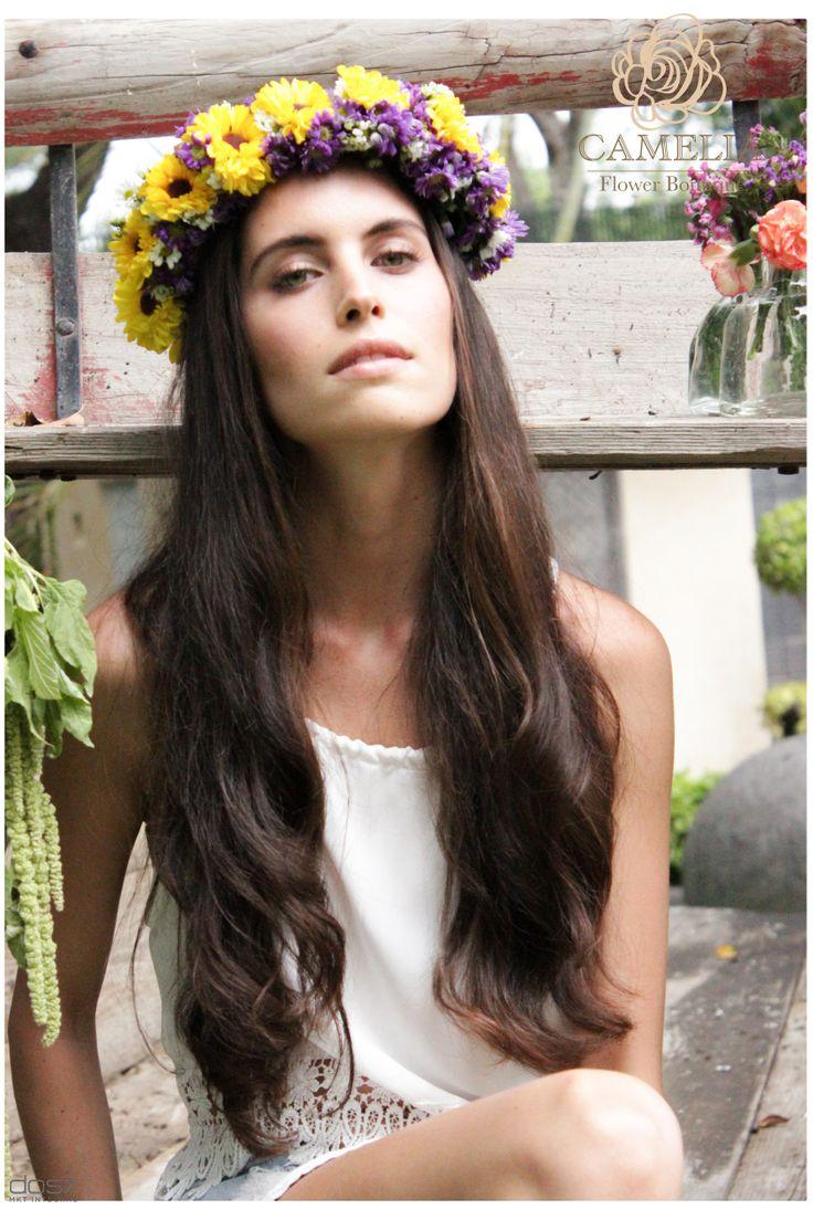 Corona de Flores para la cabeza Corona de Flores verano by Camelia Flower Boutique