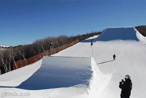 Impresionante salto de Esquí { GIF }
