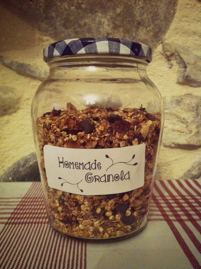 Le petit-déjeuner est le repas que je préfère, c'est l'occasion aujourd'hui de vous partager une recette de Granola maison.